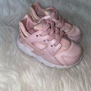 Babygirl Nike Huarache shoes
